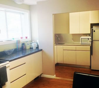 Cosy 1 bed Apt Downtown Rossland - Apartment