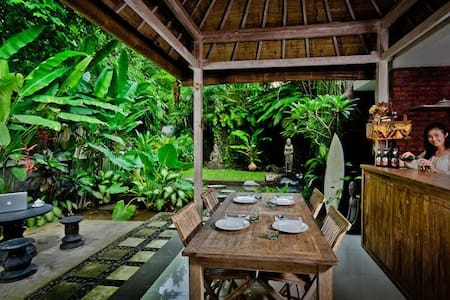 Van Mandri Guesthouse Campuan - Denpasar - Bed & Breakfast