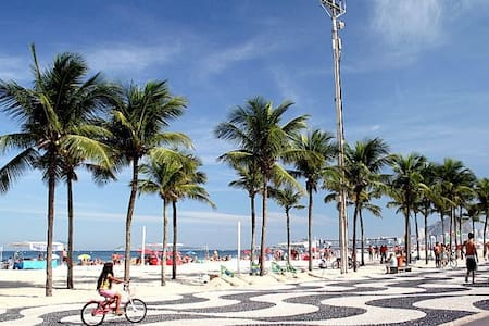 Casa em Copacabana - varanda e WiFi