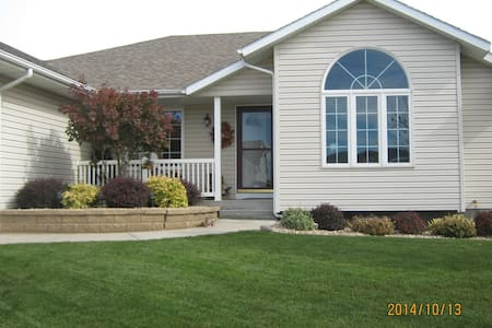 Nice home in Grand Island, NE - Grand Island - House