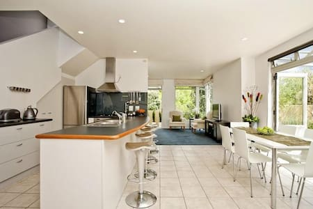 Townhouse in Takapuna, Auckland - Townhouse