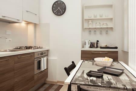 Central and quiet apartment