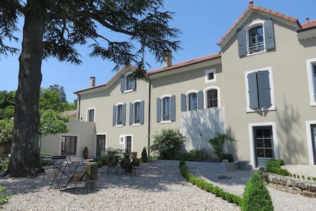 Ch. familiale dans maison bourgeois - Vernoux-en-Vivarais - Bed & Breakfast