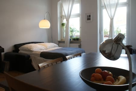Large quiet room with balcony! - Apartment
