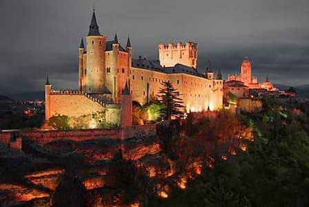 NUEVO APARTAMENTO CON ENCANTO EN CENTRO HISTORICO - Segovia - Flat