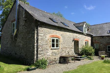 Dairy Cottage -near Aberporth - Casa