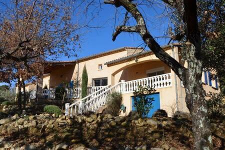 Gîte avec piscine au calme en sud Ardèche - Lagorce
