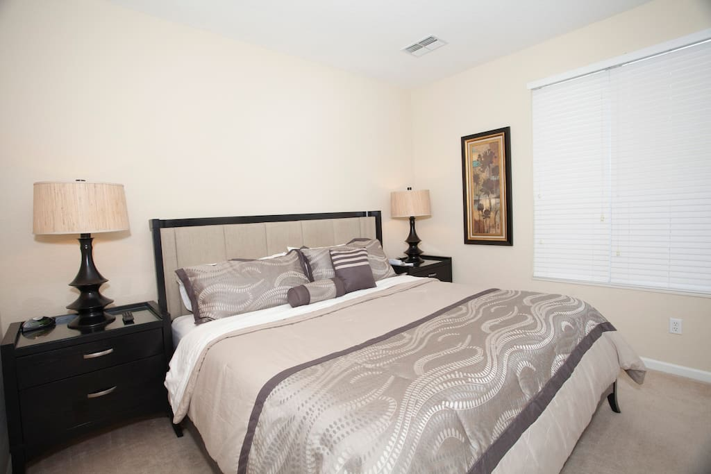 3 BEDROOM TOWNHOUSE I-DRIVE AREA