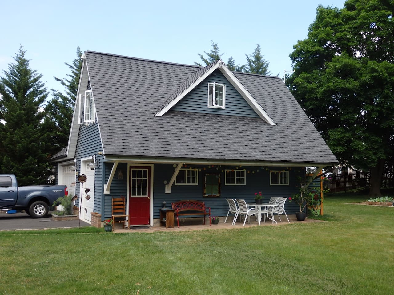 Lovely 2nd Floor Carriage House Apartment! (a haven in the woods ...)