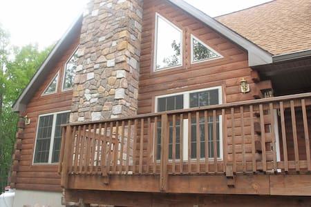 JFBB Modern wood log home new - Blakeslee - Maison