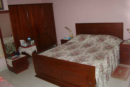 Deluxe Triple room facing garden - Bed & Breakfast