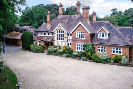 Beautiful 1886 Victorian Mansion - Ascot