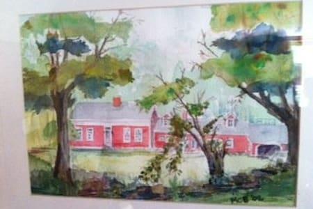 Peaceful getaway home on 175 acres - Haus