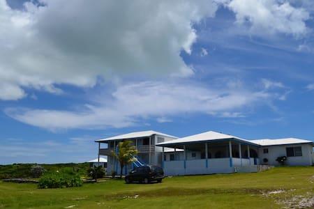 Ocean Views and Island Breeze - Buckley's Settlement - Bed & Breakfast