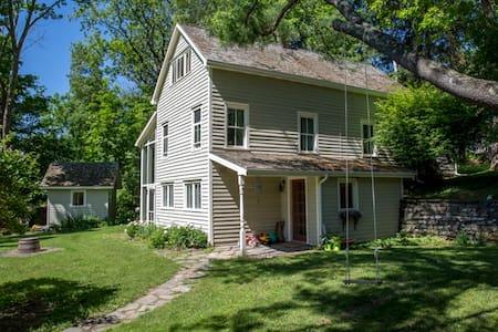 Charming 1890s farmhouse nestled near Catskills - Accord - House