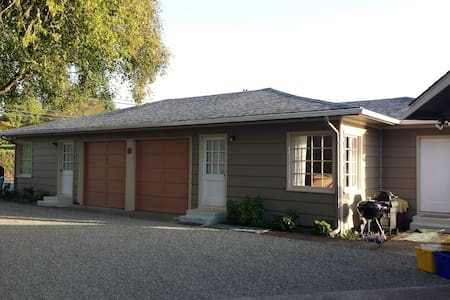 Bay Cove Cottage A - Coos Bay - Apartamento