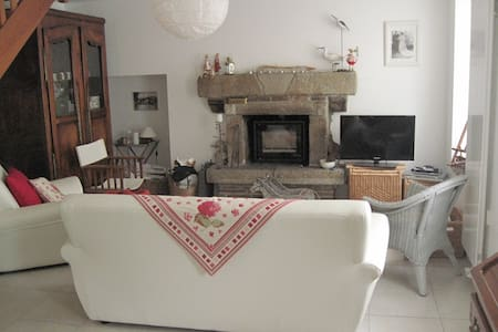 Grande maison de village restaurée - Belle-Isle-en-Terre - Talo