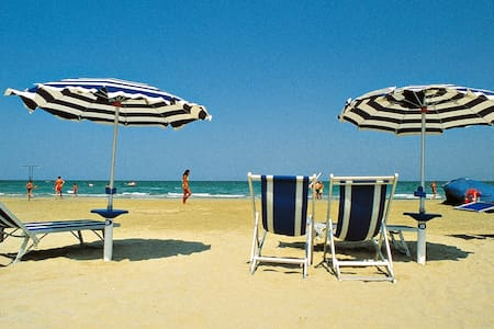 Colourful holiday apartment - Roseto degli Abruzzi - Apartment