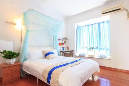 长隆景区对面  高端小区公寓  三号地铁 火车南站  温馨大床房