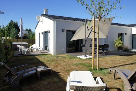 Le Pavillon Yves du Manoir avec son spa - Saujon - Villa