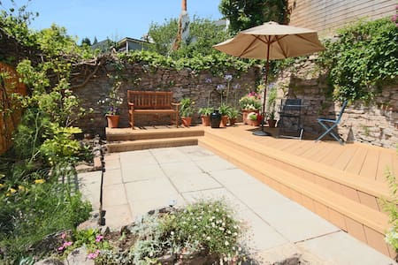 Central 2 bed secluded sunny garden