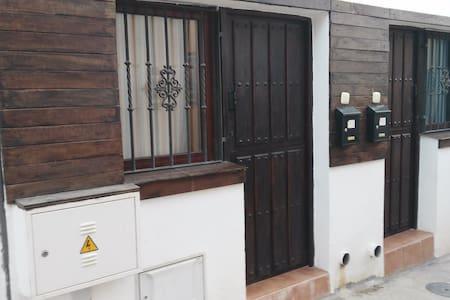 Alojamiento rústico en el centro del casco urbano - Alboloduy - Dom