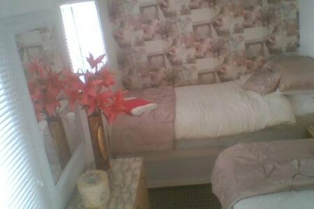 twin room in cosy cabin - Aviemore - Pousada