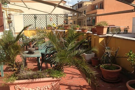 Room in Roma in flat with terrace