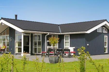 Dejligt stor sommerhus, beliggende ved Øster Hurup - Hadsund - Cabin