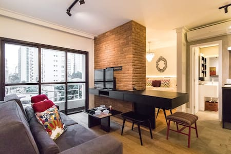Stylish newly renovated apartment in Jardins. Walking distance from Oscar Freire, Ibirapuera and Paulista Ave. Daily cleaning, air conditioner, Wi-Fi, Cable TV, luxury mattress, egyptian cotton towels, 300 thread count linens and soundproof window.