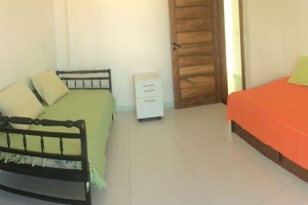 Excelente quarto em ótima localização!!! - Lejlighed