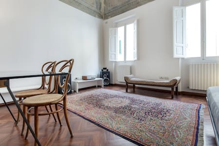 Nice flat in the old town center - Montevarchi - Apartment