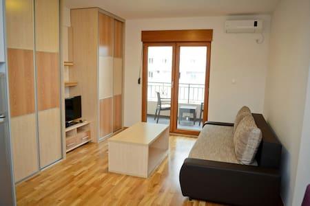 NICE STUDIO FOR 2, 10 MIN TO BEACH - Apartamento