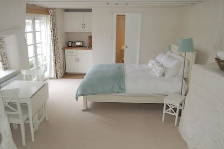Lovely self-contained old bakery - Bed & Breakfast