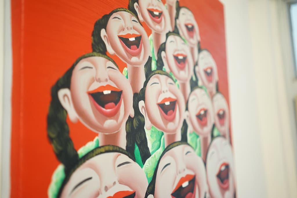 Chinese Modern painting give the living room an energetic feeling