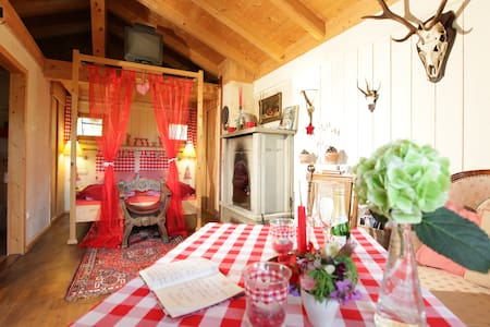 Romantisches Chalet - House