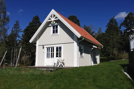 Guesthouse with a fantastic view over Tyresö - Chatka