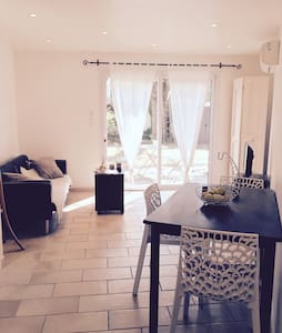 Logement confortable avec jardin - Nîmes - Apartment