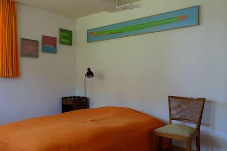 seperates Gästezimmer in Einfamilienhaus - Lägenhet