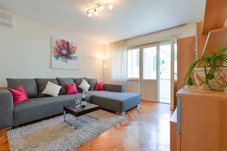 By ThE BEACH AnD OLd ToWN ! - Appartement