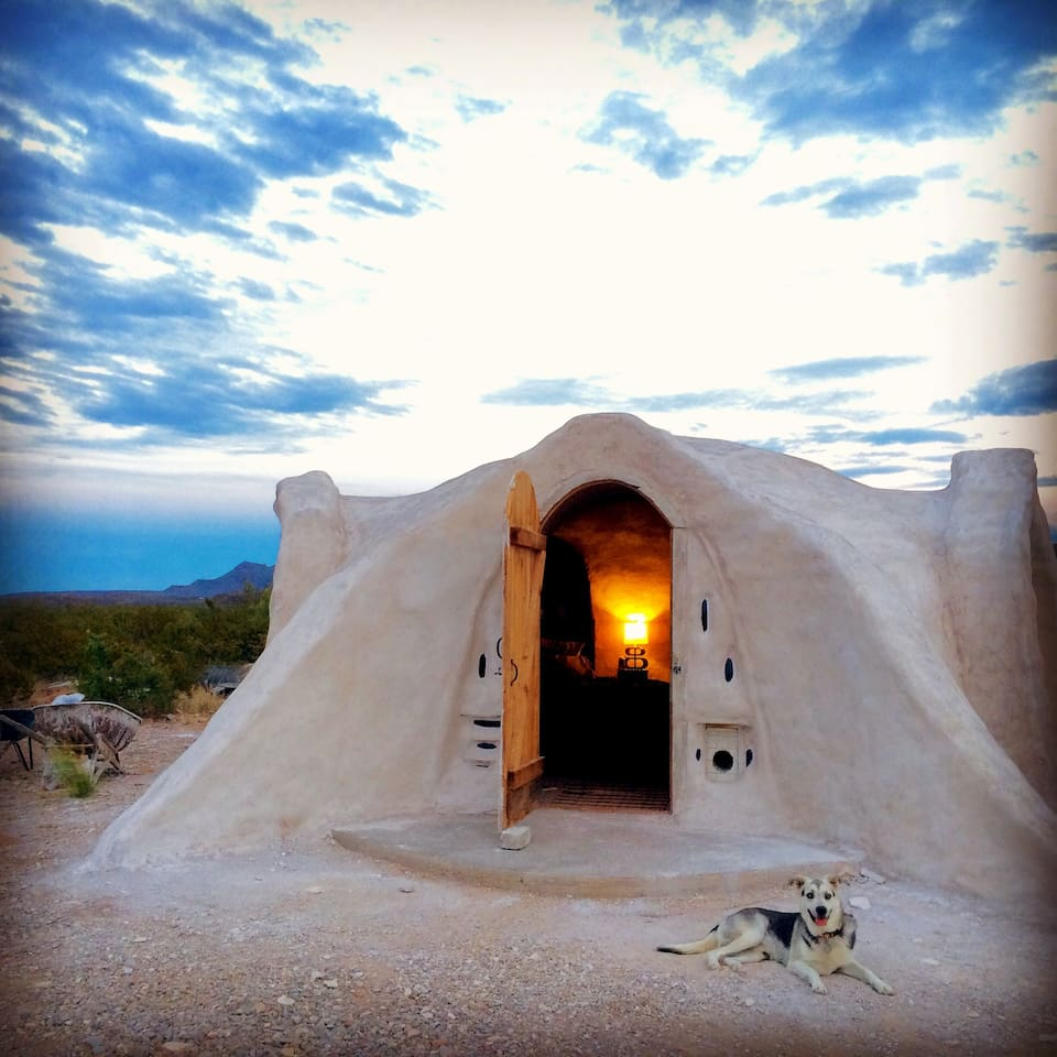 Off grid adobe dome in the desert in terlingua for Adobe home builders texas