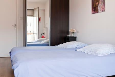 location d 39 appartements brive la gaillarde airbnb. Black Bedroom Furniture Sets. Home Design Ideas