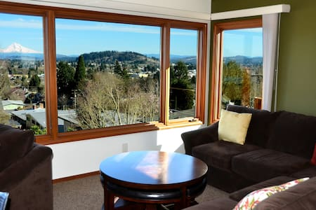 Light&Bright Room- Mt Hood view!