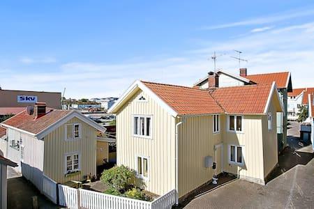Lägenhet 2 i Kaptenshus i Gamlestan - Lysekil