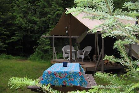 Huckleberry Tent & Breakfast -Nona - Blockhütte