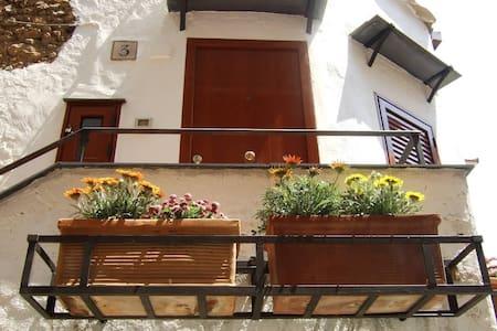 Casetta del poeta - Monreale - House