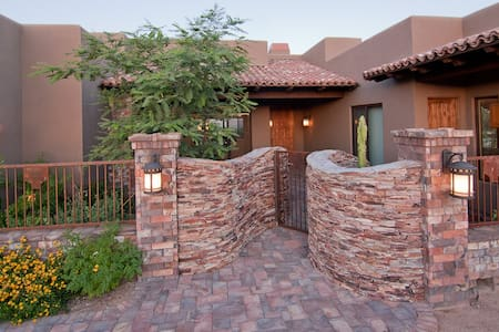 AMAZING 4 Bedroom Luxury Home - Scottsdale - House