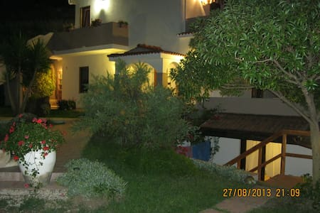 "Castelsardo, Camera relax ""Jessica"" B&B - Multeddu - Bed & Breakfast"