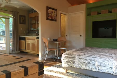 A charming Cottage with swimming pool - Sacramento - Guesthouse