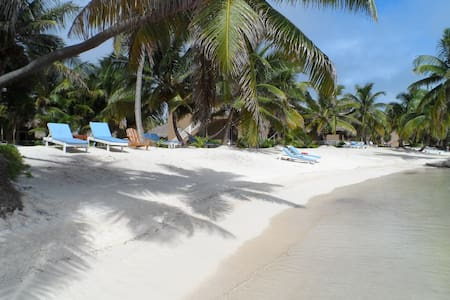 San Pedro's best beach, sleeps 4, fully equipped! - San Pedro - Serviced apartment